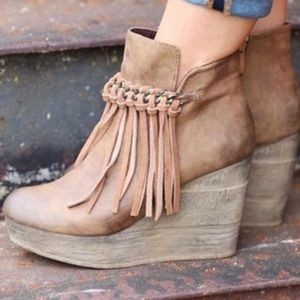 Sbicca Wedge bootie size 8.5